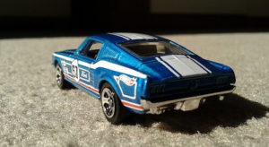 Blauer Ford Hot Wheels