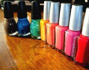 Verschiedene Farben Nagellack