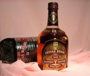 Zwei Flaschen Whiskey